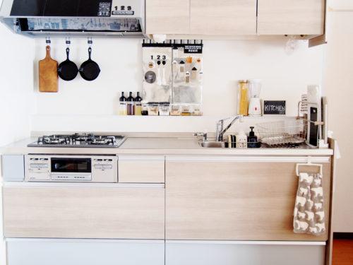 食品からキッチン用品・書類まで。使い勝手のいいパントリー収納の仕方