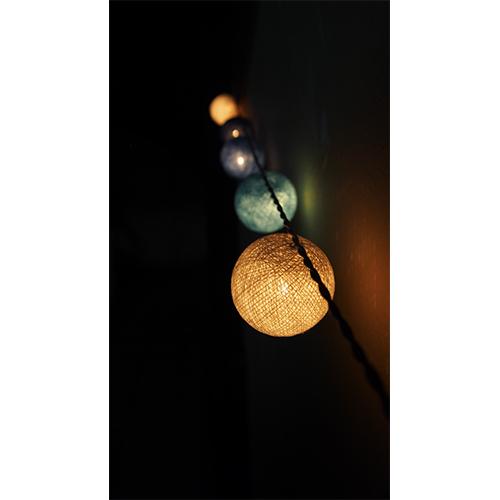 ライトにガーランド、リースにも♡お部屋が映えるコットンボールの作り方