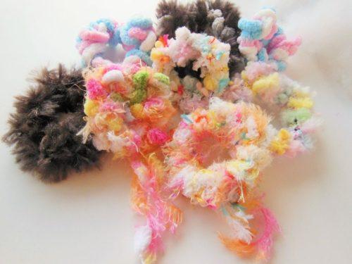かぎ針なしでも作れる 小学生でも出来る簡単指編みシュシュの作り方